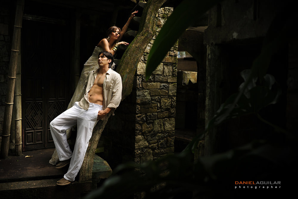 A sexy couple posing with beautiful light in Xilitla